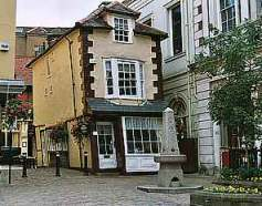 crooked house next to Windsor Guildhall