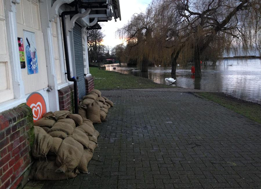sandbags at barry avenue